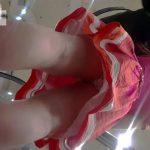 【盗撮動画】ハイレベルな美脚お姉さんをデパートで発見して粘着尾行しながらパンチラ逆さ撮りwww