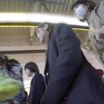 【盗撮動画】制服女子校生の美少女発見!そのまま尾行して清純乙女の下半身からパンチラ収録www