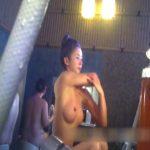 【盗撮動画】旅館の女子風呂大浴場で隠し撮りされたお椀型美乳の美人妻の全裸映像が公開された!