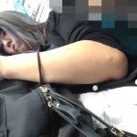 【盗撮動画】あどくろ!電車で激カワギャル発見!いっしょの駅で降りてホームで純白パンチラを攻略www