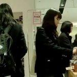 【HD盗撮動画】プルート!現役美少女JKの下半身に執着して店内を徘徊する撮り師の危ない投稿映像!