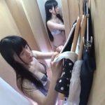 【盗撮動画】試着室にカメラを仕掛けた店員が撮影した黒髪スレンダーな美人お嬢さんの艶めかしい姿!
