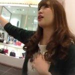 【盗撮動画】逆さHERO!非常に熱心な接客をしてくれるショップ店員の美人お姉さんのパンチラ2人分!