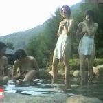 【盗撮動画】完全ヤバイやつ!野外森林浴場の女湯に潜入した撮り師が素人女性の全裸を乱獲!