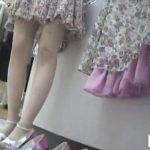 【盗撮動画】美人ショップ店員のパンティ激写!絶好のタイミングで収録されたパンチラ映像が使い放題!