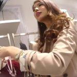【盗撮動画】イイやつです!逆さHEROが上品で綺麗なショップ店員の大人のお姉さんのパンチラを公開!