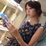 【盗撮動画】スレンダーで上品なアパレル系美人ショップ店員のお姉さんのパンチラを逆さHEROが公開!