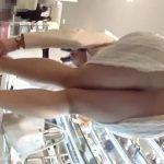 【盗撮動画】シューズをためし履きする素人お姉さまがパンチラを連発してるので映像で保管したwww