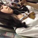 【盗撮動画】ちょっとオタク系ながら最高クラスの黒髪美少女のパンチラを狙って舐めるように撮影する!