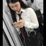 【HD盗撮動画】イイやつです!あどくろ!美少女に喰い込むパンティ!電車内で逆さ撮りパンチラwww