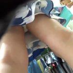 【盗撮動画】綺麗なお姉さんのお買い物に無許可密着!付き纏って極上パンチラを逆さ撮りするwww