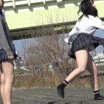 【HD盗撮動画】イイやつです!放課後に河原で無邪気に遊ぶ可愛い女子校生のフトモモとパンチラwww