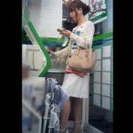 【HD盗撮動画】Mr.研修生が珍しくショップ店員以外の美女のパンチラを撮影した映像が有能すぎるwww