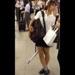 【盗撮動画】完全ヤバイやつ!駅構内で制服美少女に目を付けては尾行してエスカレーターで捲りパンチラ!