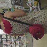 【盗撮動画】書店の点愛を徘徊するふりをして立ち読み中の素人ギャルのパンチラを逆さ撮りしてる!!