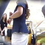 【盗撮動画】清楚系美人ショップ店員さんの小さ目のお尻からパンチラを逆さHEROが攻略したwww