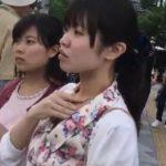 【盗撮動画】美人姉妹風の二人組ギャルの清楚ワンピのお姉さんを尾行しながらパンチラ逆さ撮りwww