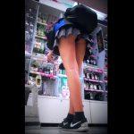 【盗撮動画】美脚過ぎて目立ってしまうミニスカお姉さんを視姦!パンチラまで撮影に成功したwww