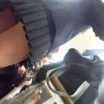 【盗撮動画】コンビニらしき店内で制服美少女のJKたちの下半身を逆さ撮りしてパンチラを乱獲してる!!