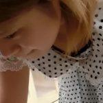 【盗撮動画】美人ショップ店員のギャルの胸チラ&パンチラ正面&逆さ&腹チラとか非常にヤバい映像www
