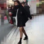 【盗撮動画】可愛らしい制服女子校生を追跡してパンチラを撮影し続けた映像をネット上に投下する!