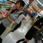 【盗撮動画】夕時のスーパーで素人妻やOLのスカート内を逆さ撮りしてエッチなパンチラを乱獲するwww