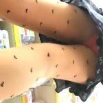 【盗撮動画】ショッピング中の素人お姉さんのパンティ!薄手のストッキング越しに見る逆さ撮りパンチラ!