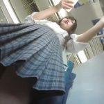 【盗撮動画】お肉がしっとりプルプルプルン!激カワ女子高生を尾行してパンチラを逆さ撮りしまくるwww