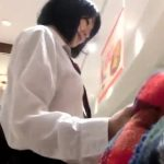 【盗撮動画】美少女JKのスカートを捲ってパンチラ撮影しただけなのにバレて逃げられました!