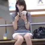 【盗撮動画】超スレンダーな清楚お嬢さんの股間がノーガードでパンチラ丸見えで最高すぎるwww