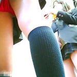 【HD盗撮動画】鮮度が命!!!現役女子校生の美少女の太腿とパンティ!逆さ撮りパンチラ!!