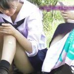 【HD盗撮動画】公園で寛ぐ高校一年生!らしき制服女子校生の股間からパンチラ凝視姦www