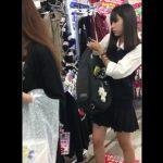 【盗撮動画】イイやつです!美少女ロリ女子校生のパンチラに興奮してシコシコ精子ブッカケ!!