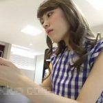 【盗撮動画】危険人物ぶっかけ丼!清楚で知的な美人ショップ店員さんの逆さ撮りパンチラwww