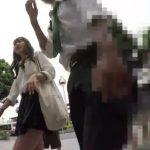 【盗撮動画】彼氏といっしょの美少女JKにモデル交渉しながら無断でパンチラを逆さ撮り放題www