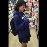 【盗撮動画】だからダメだって!!!書店で立ち読みしてるJC中●生以下っぽい女の子のパンチラ攻略!!