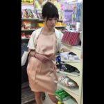 【盗撮動画】美人お姉さんのパンティが見たくて尾行したパンチラ撮り師が粘り勝ちしたwww