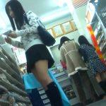 【盗撮動画】発育順調!ピチピチ制服美少女のパンチラをコンビニ店内で逆さ撮りした極上映像www