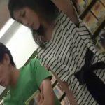 【盗撮動画】彼氏といっしょ!超S級美人お姉さんの小さ目のお尻とパンチラを隠し撮り!!