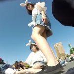 【盗撮動画】某人気テーマパークのシンデレラ城をバックに素人ギャルのパンチラを乱獲するwww
