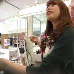 【盗撮動画】美人ショップ店員のお姉さんの下半身が極上過ぎた!決定的パンチラ映像がコレwww