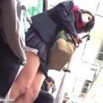【盗撮動画】現役女子校生を尾行して鮮度抜群な太腿とパンチラを堪能アングルで激写する!!
