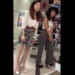 【盗撮動画】大人のお色気プンプンな美人ショップ店員のお姉様のパンチラを逆さ撮り公開www