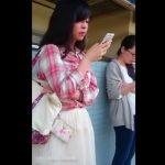 【HD盗撮動画】捲ってんじゃん!!!白いスカートが清楚な美人ギャルを尾行して強制パンチラ!!