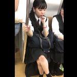 【HD盗撮動画】イイやつです!童顔ロリ美少女なJC中○生の純情パンチラを逆さ撮り完了www