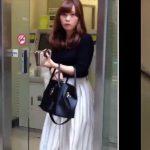 【HD盗撮動画】美形ギャルばかりを狙って尾行するとスカート捲りパンチラを強行する!!