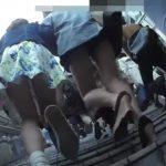 【盗撮動画】二人組女子大生を尾行しながらスカート内を逆さ撮りしたリアルなパンチラ映像www