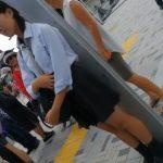 【盗撮動画】ヤバイやつ!清純美少女の女子校生ばかりを狙ってストーカー行為からのスカート捲りパンチラ!!