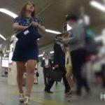 【盗撮動画】細すぎない太ももが上質!激カワ美人さんを駅構内で追い回してパンチラ無断撮影www