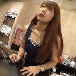 【盗撮動画】この娘にきーめた!美人ショップ店員のギャルに接客してもらってパンチラを無断撮影www